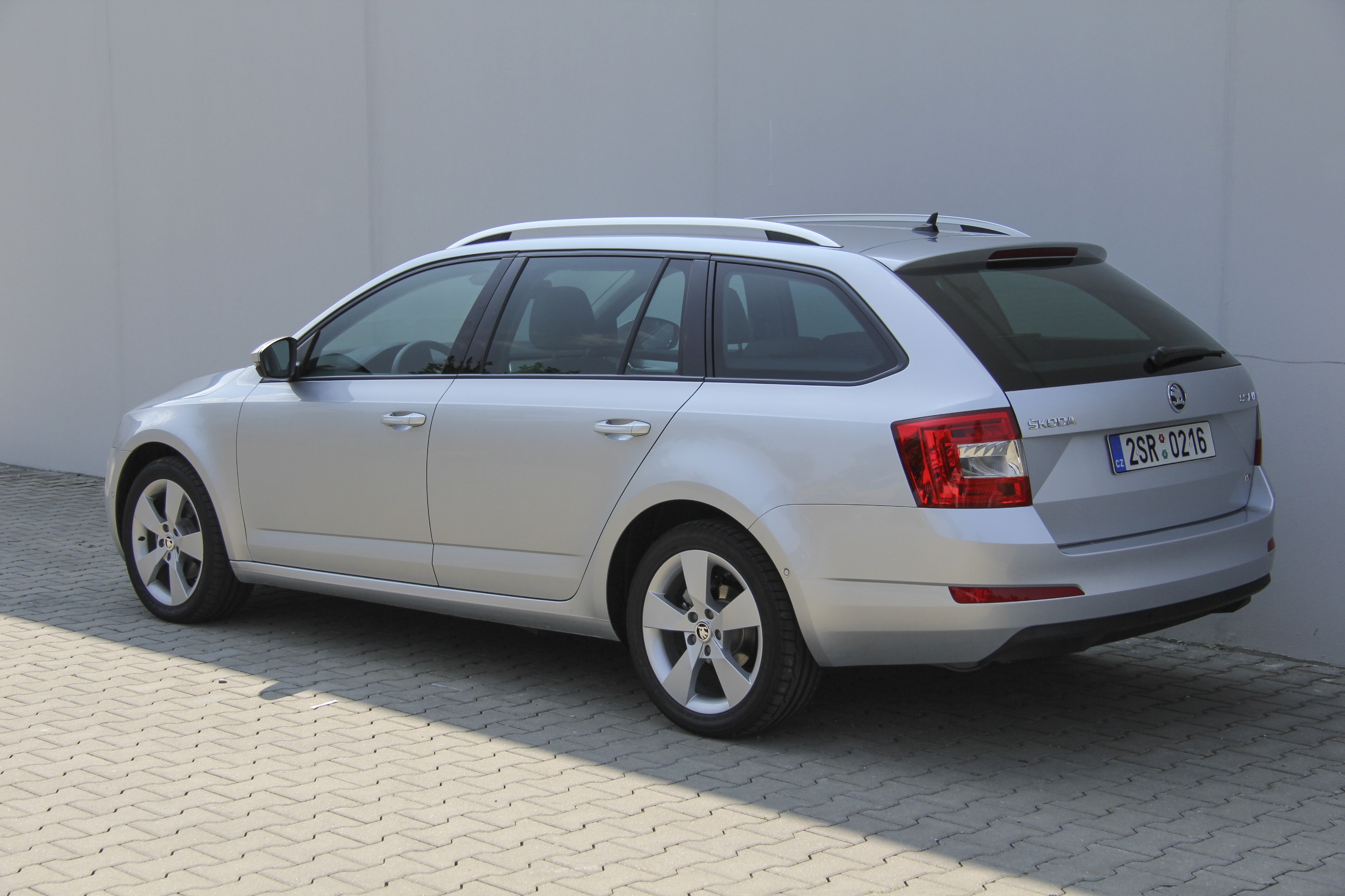 skoda octavia combi test complet prix sp cifications. Black Bedroom Furniture Sets. Home Design Ideas